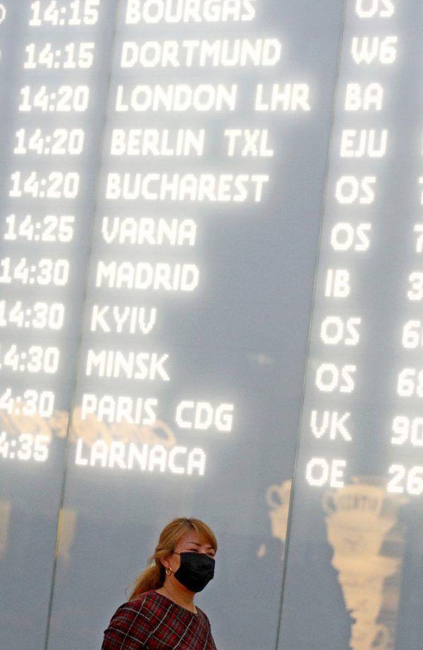 Passagierin in Wien-Schwechat.Reuters