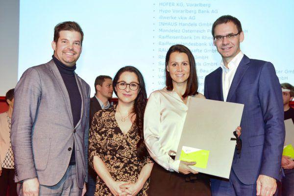 Russmedia wurde ausgezeichnet: Gabi Lamprecht und Simone Kitzmüller mit Markus Wallner und Matthias Burtscher (IV).Russmedia