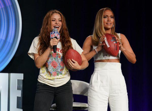 Shakira (l.) und Jennifer Lopez übernehmen die Halbzeitshow.usa today sport