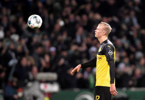 Während sich Adi Hütter freute (l.), erlebte Erling Haaland einen ersten Rückschlag im BVB-Trikot.Reuters, APA