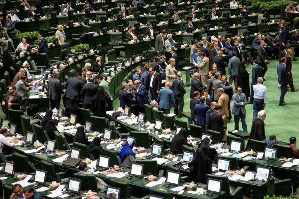 Das iranische Parlament soll zwei Wochen nicht tagen, fordert der Minister. Reuters