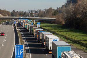 Mehr Lkw auf der Autobahn als vor der Krise