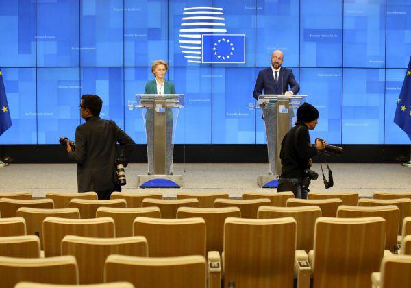 Ursula von der Leyen und Charles Michel traten vor die Presse.AP