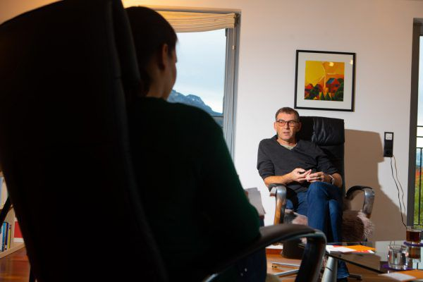 Weil derzeit ein persönlicher Kontakt kaum möglich ist, werden Sitzungen im Moment auch über das Interview geführt.