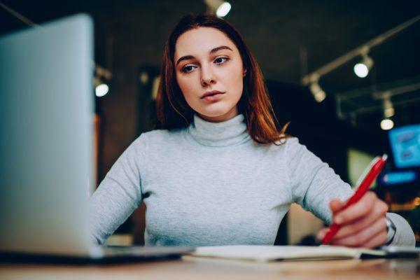 In der Zeit der Ausgangsbeschränkungen mussten die Schüler die Nachhilfe online in Anspruch nehmen.Shutterstock