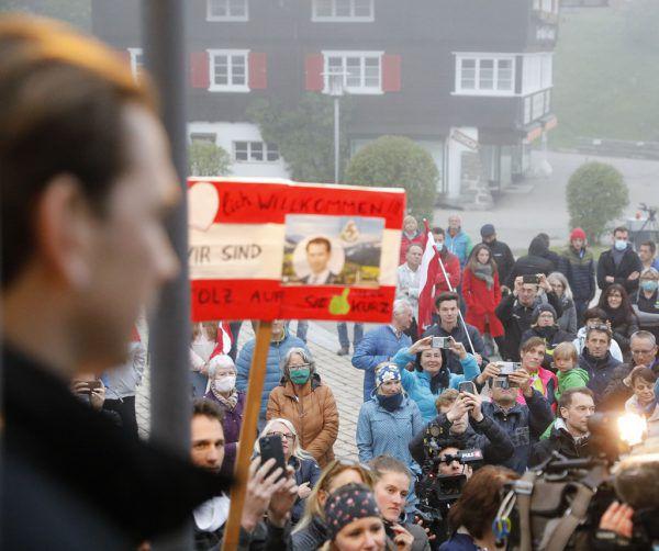 Zahlreiche Schaulustige verfolgten den Besuch von Bundeskanzler Sebastian Kurz im Kleinwalsertal.APA/BUNDESKANZLERAMT/TATIC, Archiv (4
