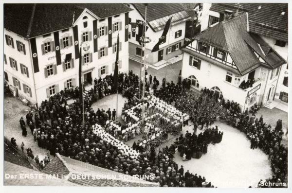 Aufmarsch am 1. Mai 1938 in Schruns. Montafoner Museen