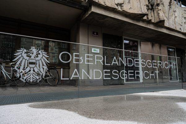 Das OLG Innsbruck setzte die Haftstrafe um ein Jahr herab.Shutterstock