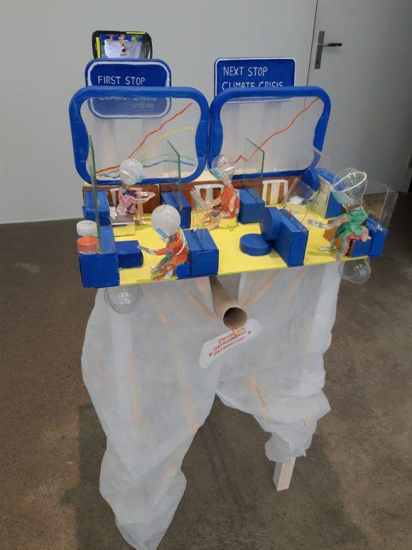 """Die Ausstellung in Schruns zeigt acht Positionen zum Thema Verkehr. Kleines Bild: die Arbeit """"Train of hope"""" von Anna Meyer.Lisa Kammann (2)"""