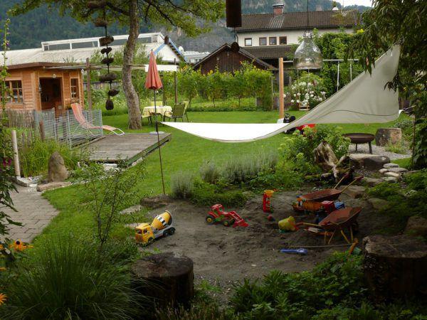 Ein Garten ist die perfekte Umgebung zur Erholung und zur Freizeitgestaltung.Rammel