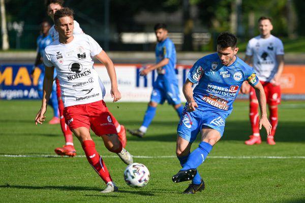 Elvir Hadzic (l.) und Mirnes Becirovic (r.) im Kampf um den Ball.Gepa/Lerch