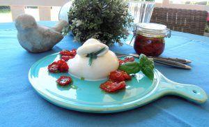 Burrata mitgetrockneten Tomaten