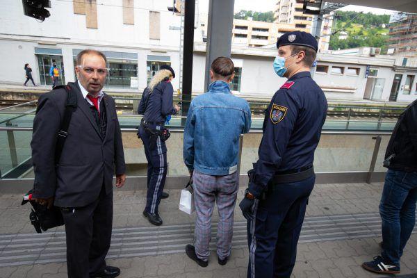 Die Vorarlberger Polizei habe zu schnell bei Verstößen Strafen ausgesprochen. Das kritisiert Reinhold Einwallner.Symbolbild/Klaus Hartinger