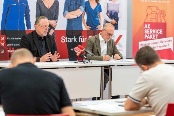 Präsentierten das Förderpaket: AK-Präsident Hubert Hämmerle und AK-Direktor Rainer Keckeis.AK Vorarlberg/Jürgen Gorbach