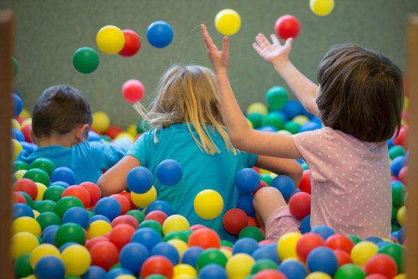 SPÖ und Neos prangern Kosten für Kinderbetreuung an.Symbolbild/dpa