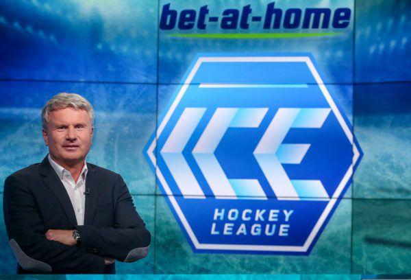Das neue Logo der ICE Hockey League. Im Bild mit Claus Retschitzegger (bet at home). gepa