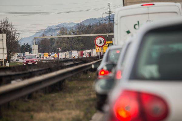 Der Verkehr ist ein Sorgenkind im Kampf gegen den Klimawandel. Die Freiheitlichen sind aber gegen Steuerbelastungen in diesem Bereich.