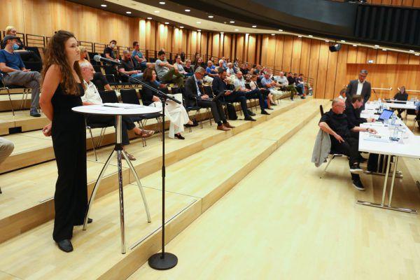 Die Zuschauer hatten viele Fragen an Bürgermeister Matt (VP).Hartinger