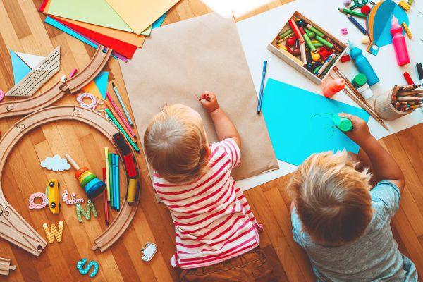 Nur zwei Kinder – so wie auf diesem Symbolbild – waren gestern in der Einrichtung anwesend.Shutterstock
