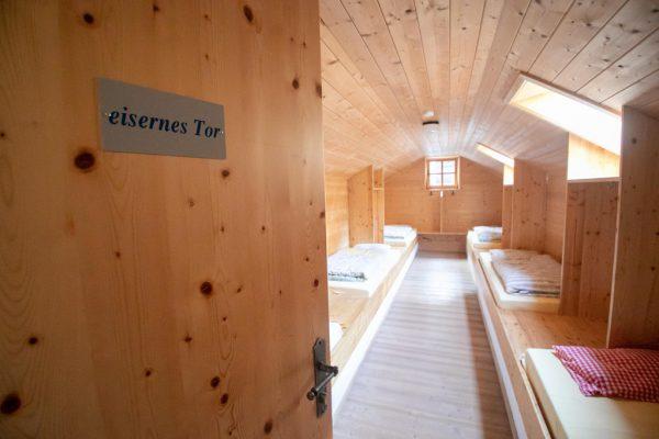 Schlafraum in der Sarotlahütte im Rätikon, die dem Alpenverein Vorarlberg gehört.Alpenverein Vorarlberg