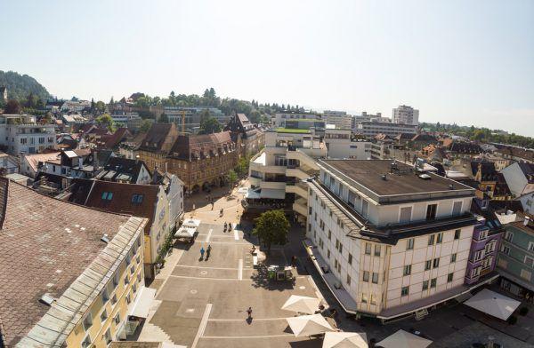 Der Bregenzer Kornmarktplatz in der Hitze des Sommers. An solchen Tagen ist die Ozongefahr am größten. Hartinger