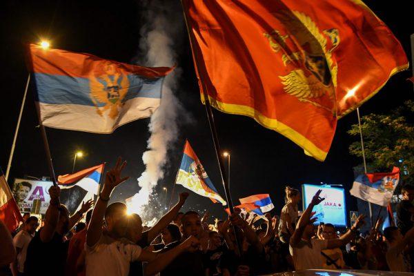 Die Opposition feiert in Podgorica den Wahlsieg und den Wechsel im Land. SAVO PRELEVIC / AFP