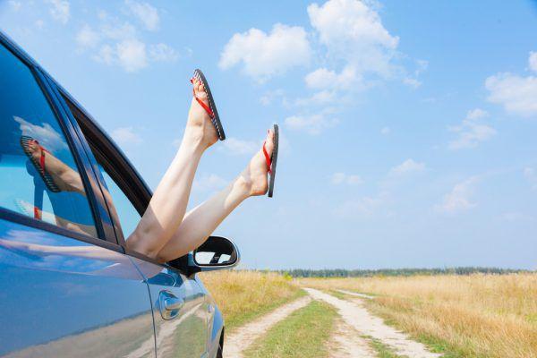 Füße aus dem Fenster halten ist zwar nicht verboten, aber gefährlich.Shutterstock