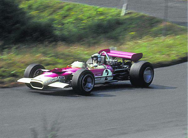 Jochen Rindt 1969 mit seinem Lotus 49B beim Training am Nürburgring. Wikipedia (3), DPA