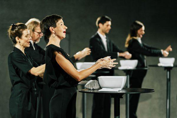 Reinigungszeremonie zu Konzertbeginn.Bregenzer Festspiele/Anja Köhler