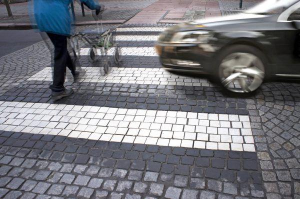Senioren sind bei Unfällen auf Schutzwegen besonders gefährdet.Shutterstock