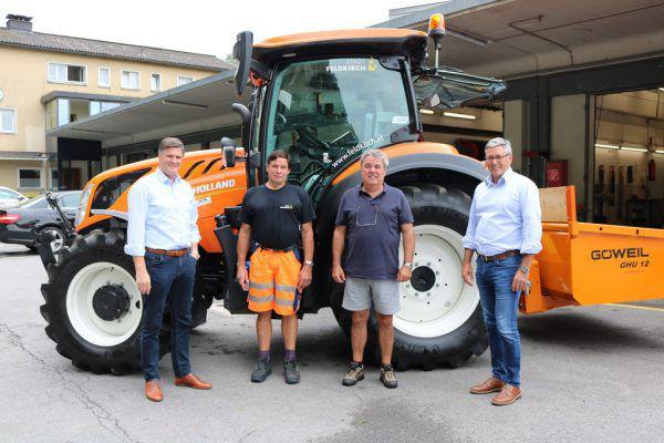 Stadtrat Allgäuer (l.) und Bürgermeister Matt (r.) mit Bauhofmitarbeitern.Stadt feldkirch