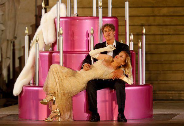 """Tobias Morettis letzte """"Jedermann""""-Premiere wurde ins Festpielhaus verlagert. Caroline Peters debütierte erfolgreich.APA (2)"""