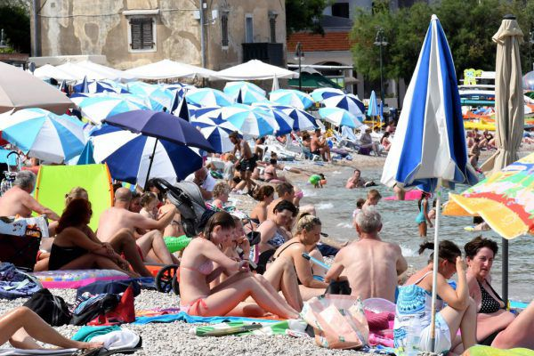 """Verhängnisvoller """"Normalbetrieb"""" an Kroatiens Stränden, vor allem das Feiern von Partys ist problematisch.AFP"""