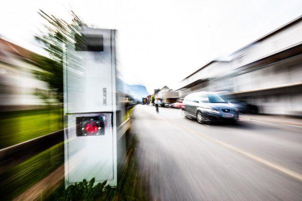 Weniger Toleranz bei Geschwindigkeitsübertretung, geblitzt wird in beide Richtungen. NEUE