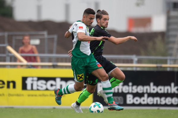 Zum Auftakt überraschte FC Lauterach (l.) mit einem Sieg gegen den Dornbirner SV. SAMS