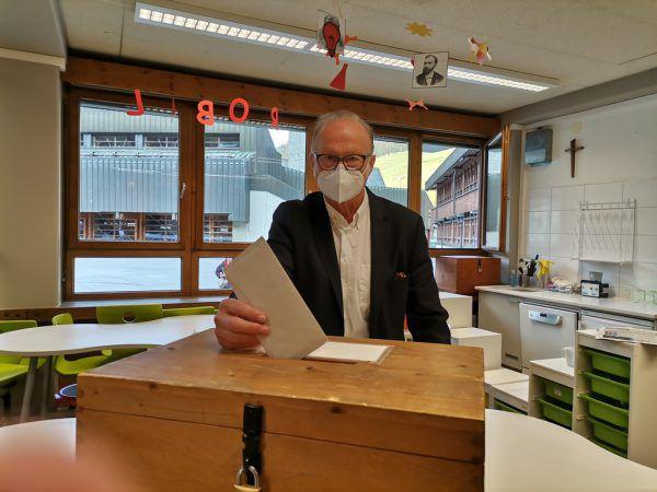 Amtsinhaber Ludwig Muxel (l.) wird sich gegen Stefan Jochum bei der Stichwahl durchsetzen müssen, will er Bürgermeister bleiben. Jochum liegt derzeit vorne.Jakob Lorenzi (2)