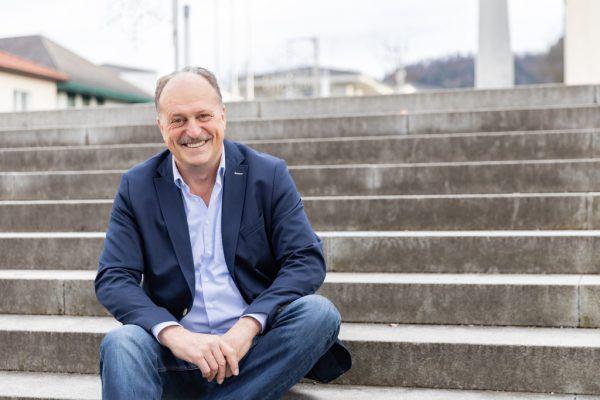 Andreas Kresser (großes Bild) löst gleich bei seiner Premiere den bisherigen Bürgermeister Karl Hehle (kleines Bild) ab.sams, Mauche