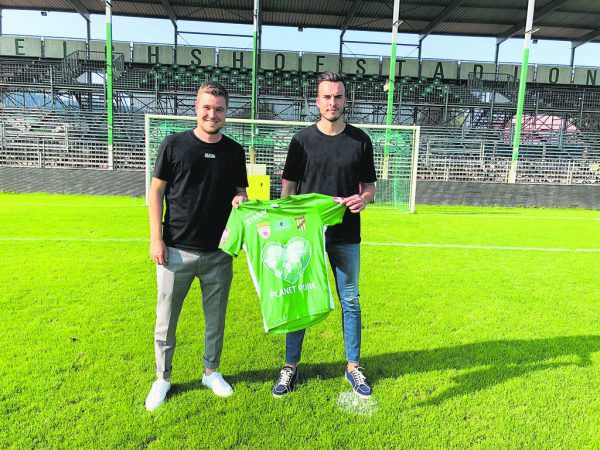 Austrias Sportvorstand Alexander Schneider mit Haris Tabakovic.Verein