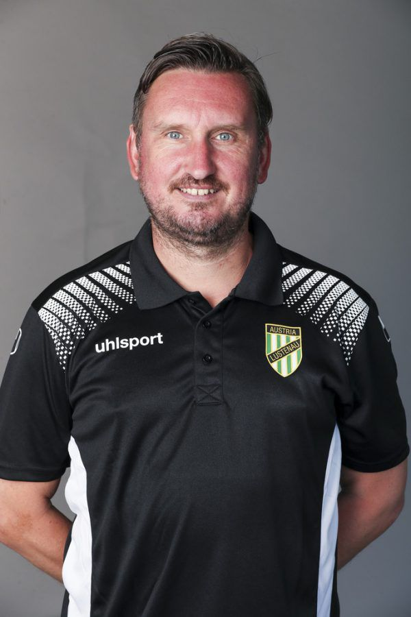 Daniel Tiefenbach (l.) besitzt derzeit einen Stammplatz im Team von Trainer Alexander Kiene (oben).GepaLerch, Sams