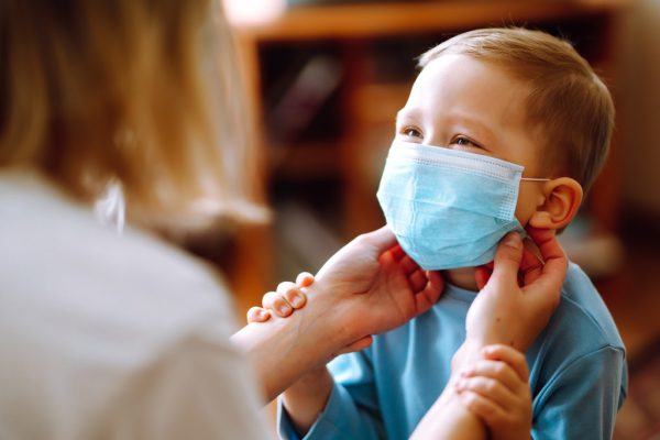 Die Grippe-Impfung bei Kindern wird in die Nase gesprüht.Shutterstock, vlk