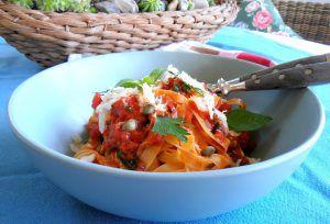 Tagliatelle mitAnchovis-Tomatensauce