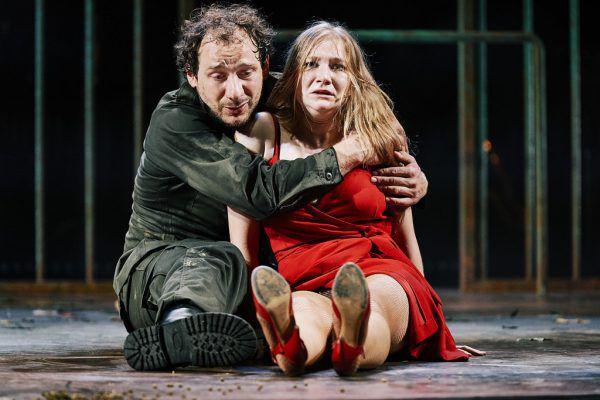 Eine starke Leistung des Ensembles, etwa von Felix Defèr und Vivienne Causemann (kleines Bild ganz oben).Anja Köhler (3)
