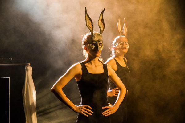 Es spielen Magdalena Mair und Jeanne-Marie Bertram.Philipp Steurer
