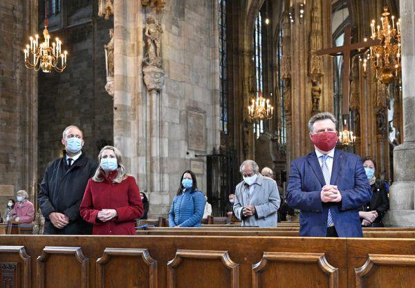 Kultusministerin Susanne Raab und Wiens Bürgermeister Michael Ludwig bei einem Gottesdienst im Stefansdom.APA/HANS PUNZ