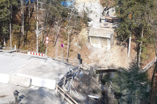 Nach dem Felssturz musste die Pionierbrücke weichen..Stadt DBN