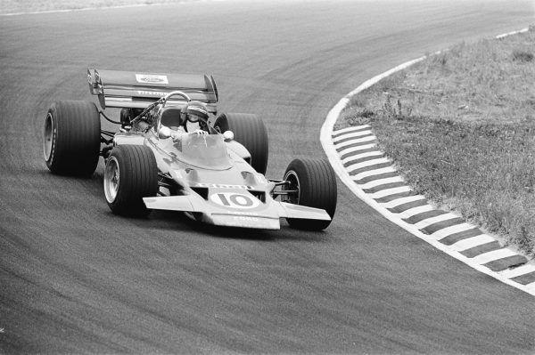 Oben: Zwickl 1970 mit Rindt, daneben als Organisator der Ennstal-Classic. Zwickl erhielt 2005 als einer von fünf Journalisten eine weltweite, lebenslängliche Akkreditierung von der FIA.Links: Rindt mit Chapman. Wikipedia, Youtube, Zwickl