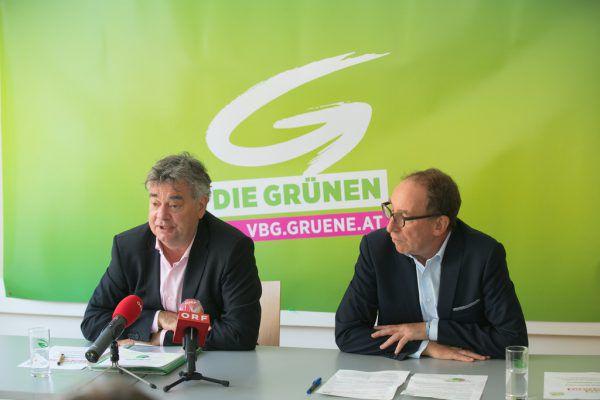 Vizekanzler Werner Kogler (l.) und Landessprecher der Grünen Vorarlberg Johannes Rauch. Weissengruber