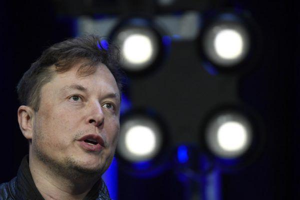"""""""Während es für den Rest der Branche abwärts ging, ging es für Tesla nach oben"""", triumphiert Elon Musk.AP"""