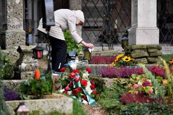Angehörige sollen die Gräber selber segnen. APA
