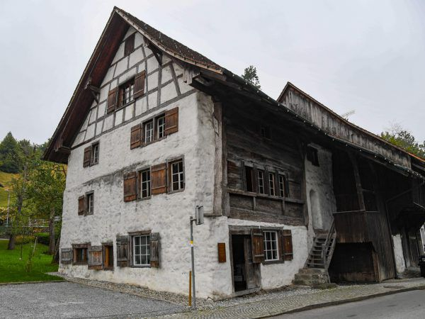 Eine der Mauern (r.) im Schloßguggerhaus (l.).Oliver Lerch (5)